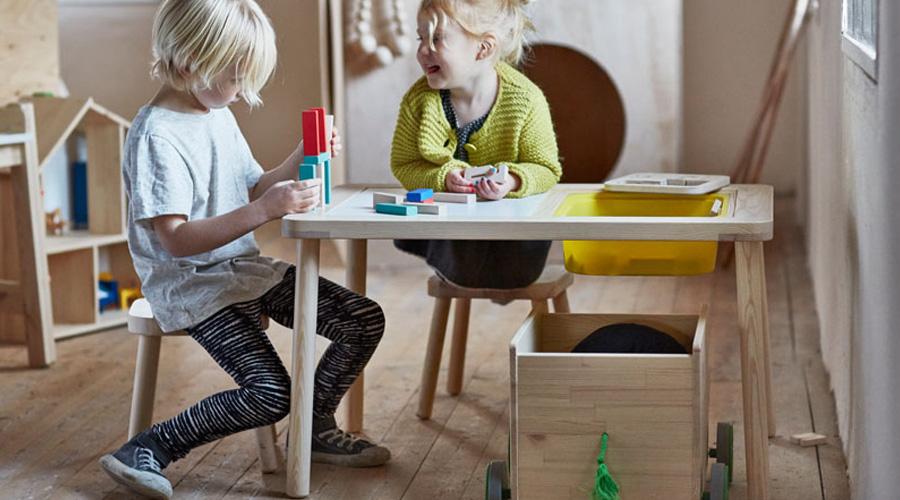 A coleção FLISAT de móveis e de armazenamento foi projetada pela designer Sarah Fager para crescer com a criança entre os 3 e os 12 anos de idade