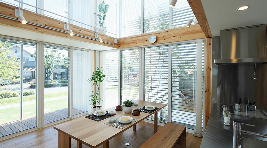 Influenciada pelo minimalismo japonês, esta é exatamente a atmosfera criada pela tendência New Clarity: calma, simples e sem distrações