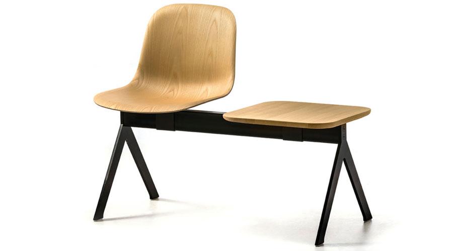 """A italiana Arrmet apresentou a versão nórdica de Máni - """"all wood"""". A simplicidade dessa linha de assentos revela a beleza da madeira combinada ao aço"""
