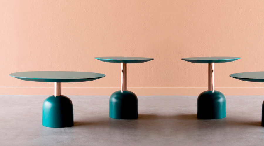 Mesas Illo, da italiana Miniforms. De tamanhos variados e fáceis de agrupar, tendência no iSalone 2017, trazem base e topo em MDF com pintura verde esmeralda