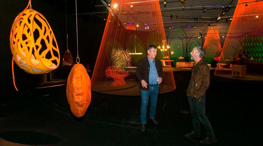 A exposição dos Irmãos Campana, no MON, contará com obras icônicas, como as poltronas Vermelha (1998), Favela (2003) e Corallo (2003), produzidas pela empresa italiana Edra