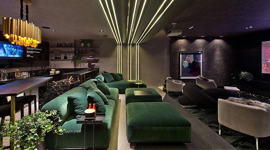 Fazendo uso do padrão Preto Nero da Berneck, Eluize Mendes e Maria Ondina Garcia criaram o Movie Lounge, que integra Home Theater com PUB