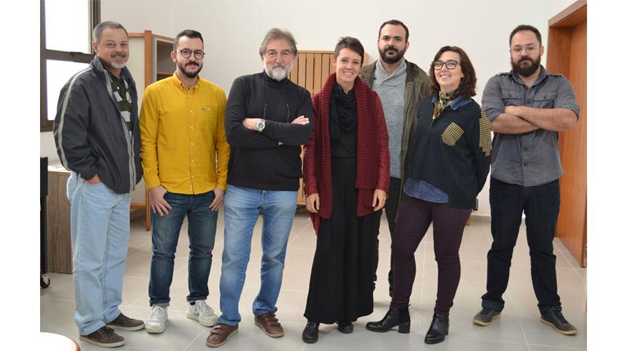 Jurados do Prêmio Salão Design 2017: Brunno Jahara, Glaucia Binda, Ivens Fontoura, Nicole Tomazi e Paulo Biacchi, e profissionais do Serviço Florestal Brasileiro
