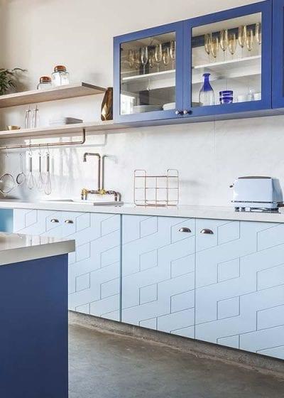 Sayerlack indica 5 tecnologias para criar móveis sob medida nas cozinhas: cores, acabamentos, texturas, vernizes e sistemas de proteção. Marcenaria exclusiva