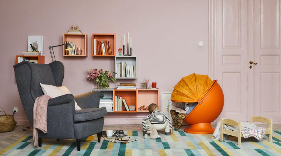 O catálogo 2018 da IKEA é intitulado Make Room for Life e se concentra em soluções de vida flexíveis para a sala de estar e outros ambientes da casa