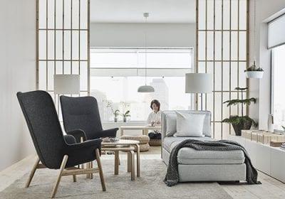 """Marco na comunicação da IKEA, o catálogo 2018 visa inspirar as pessoas a criar """"mais espaço para a vida"""". A sala de estar é o lugar de encontro natural da casa"""