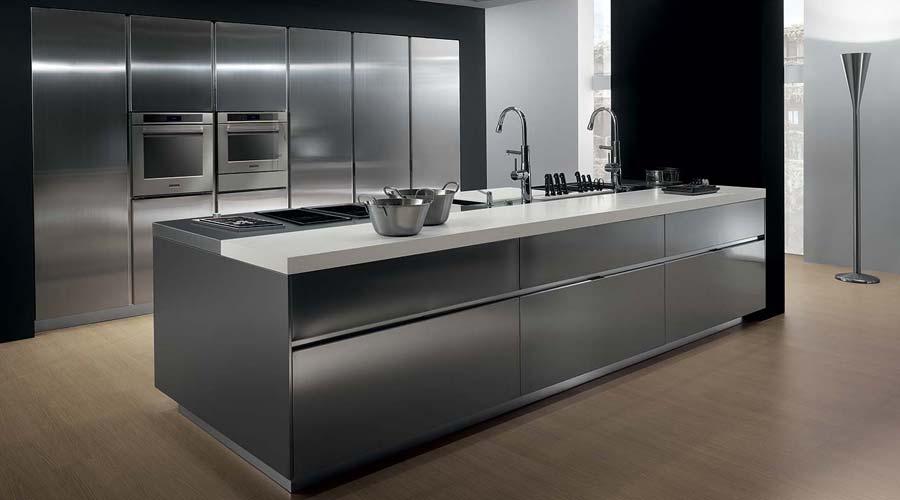 Steel Kitchen da italiana Ernestomeda. Fabricante criou uma cozinha moderna com acabamento de aço escovado