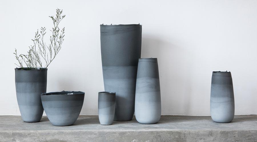 Peças da ceramista e designer Heloisa Galvão, também se enquadram na proposta de camadas marmorizadas