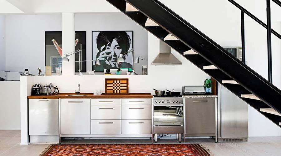 Cozinhas ganham aspecto moderno com a superfície RAUVISIO Metal, que traz acabamento em aço escovado