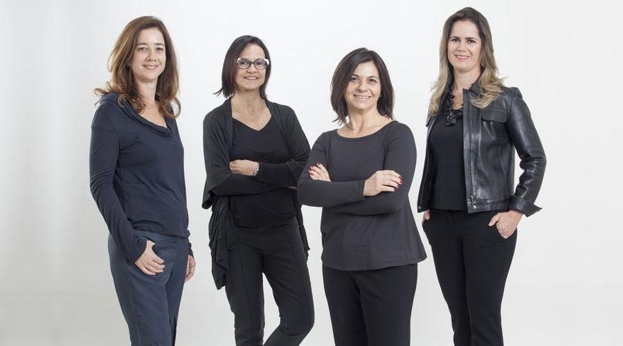 O coletivo de design Plataforma4 é formado por Amélia Tarozzo, Camila Fix, Flávia Pagotti Silva e Rejane Carvalho Leite