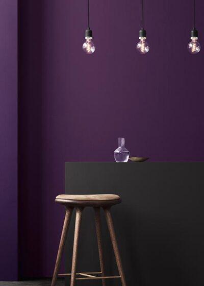 PANTONE 18-3838 Ultra Violet. Ela foi escolhida como a cor do ano de 2018 pelo Pantone Color Institute