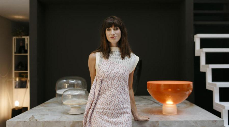 A designer checa Lucie Koldova assina a instalação Das Haus na IMM Cologne 2018