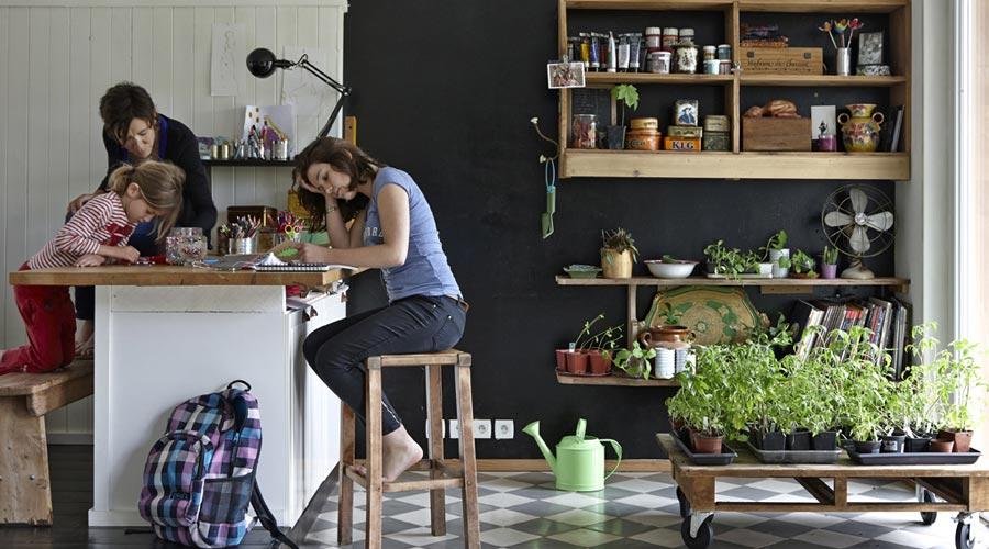 No design de interiores, isso requer espaços neutros e versáteis, mas com um toque de naturalidade e autenticidade
