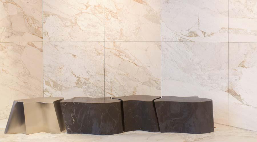 Michelangelo Mármore expôs o Nero Michelangelo, de tonalidade negra e veios leves em cor branca, e o tradicional Michelangelo Nuvolato – pedra clara e com veios movimentados