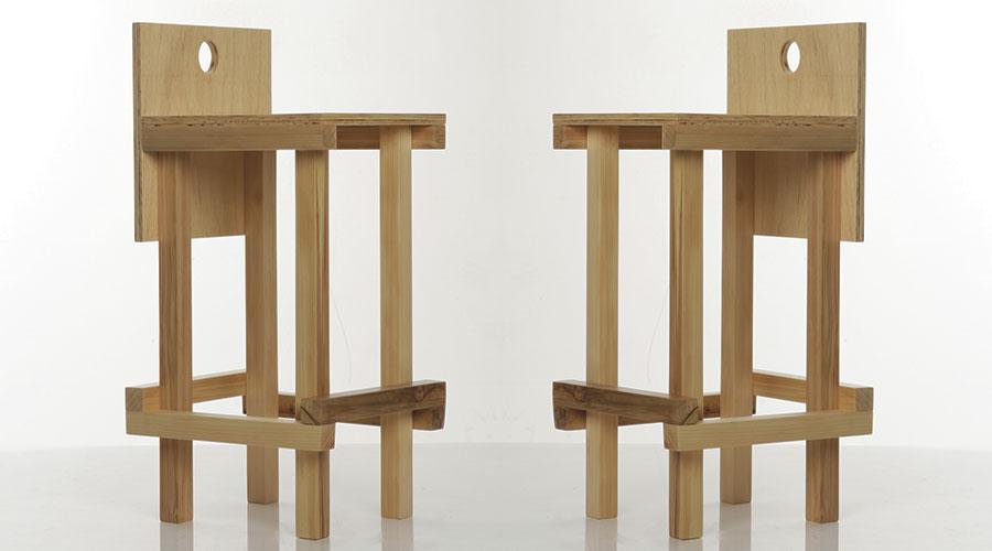 Banqueta Vera, de Estevão Toledo. Peça é uma das criações com madeira maciça do designer