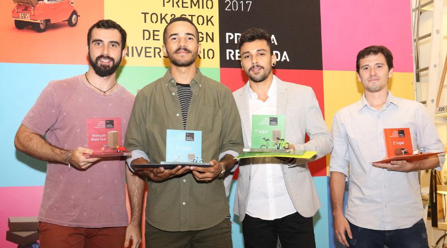 Vencedores do Prêmio Tok&Stok de Design Universitário: Daniel Fidelis, Lucas Lima, Renan de Souza e Marcelo Jarra