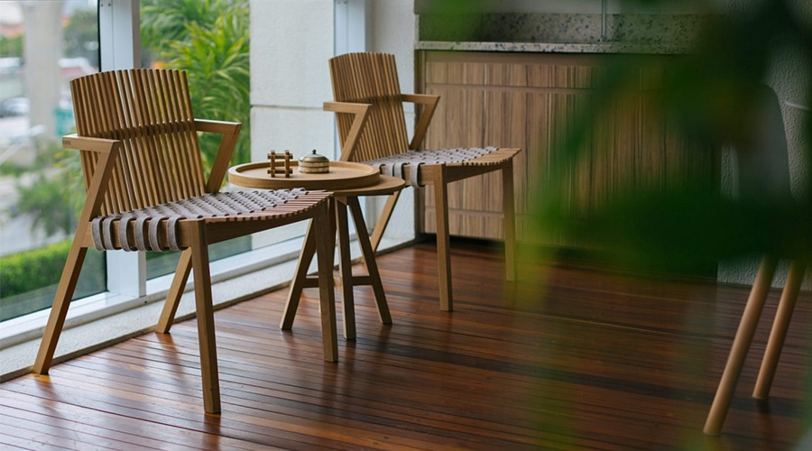 A cadeira SE7E, de Rahyja Afrange, tem todos seus encaixes aparentes e mostra como cada peça está conectada
